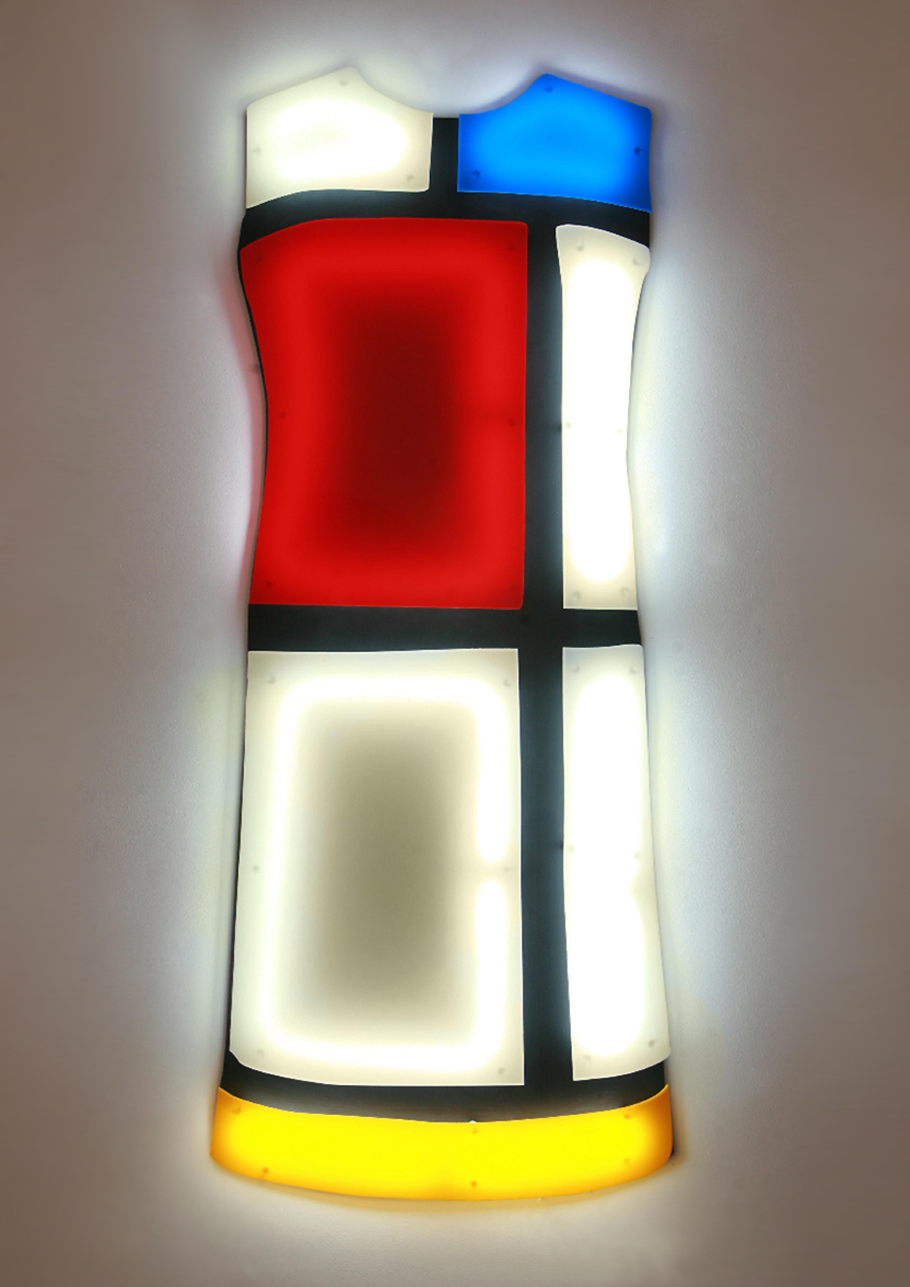 04-Nicolas-Saint-Gregoire.-Projet-Yves-Saint-Laurent-Robe-Mondrian-1-2009-2012.-Plexiglas-et-cathodes-froides.-©photo-Brigitte-Sauvignac